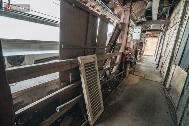 Khu tập thể gỗ xuống cấp nghiêm trọng tồn tại gần 70 năm giữa lòng Hà Nội: Không nhà vệ sinh, là lãnh thổ của bầy chuột sinh sôi - Ảnh 14.