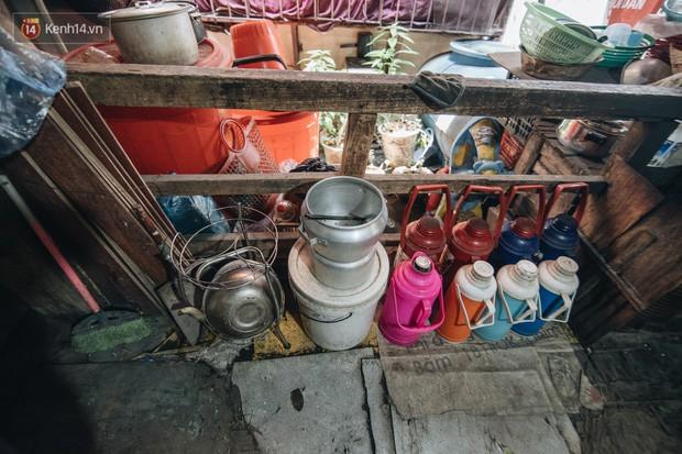 Khu tập thể gỗ xuống cấp nghiêm trọng tồn tại gần 70 năm giữa lòng Hà Nội: Không nhà vệ sinh, là lãnh thổ của bầy chuột sinh sôi - Ảnh 20.
