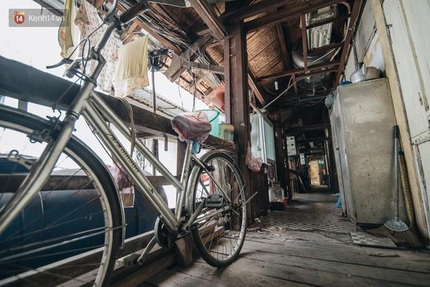 Khu tập thể gỗ xuống cấp nghiêm trọng tồn tại gần 70 năm giữa lòng Hà Nội: Không nhà vệ sinh, là lãnh thổ của bầy chuột sinh sôi - Ảnh 21.