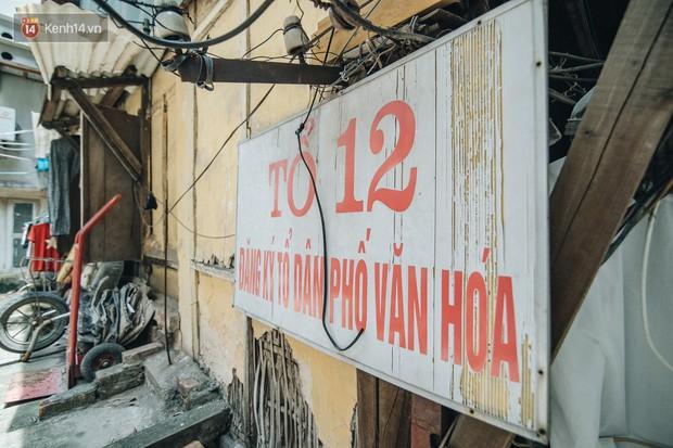 Khu tập thể gỗ xuống cấp nghiêm trọng tồn tại gần 70 năm giữa lòng Hà Nội: Không nhà vệ sinh, là lãnh thổ của bầy chuột sinh sôi - Ảnh 5.