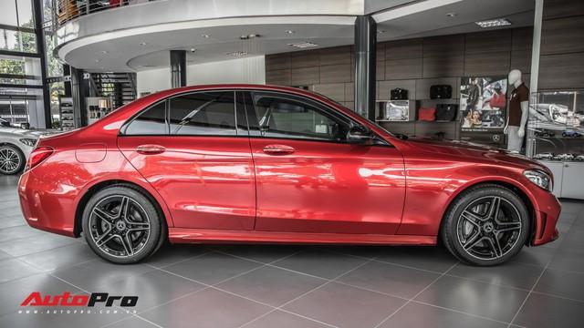 Đối đầu BMW 330i M Sport vs Mercedes-Benz C 300 AMG: Có gì khác khi giá chênh bằng một chiếc VinFast Fadil bản cao cấp? - Ảnh 8.