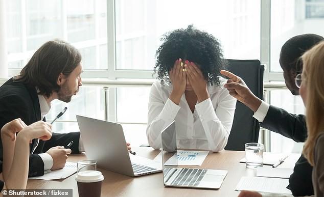 Khảo sát mới cho thấy: 8 trên 10 dân công sở đã bật khóc tại chỗ làm, chủ yếu là do sếp và đồng nghiệp chèn ép - Ảnh 1.