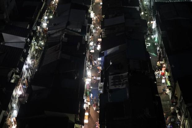 Phố cổ hoàng kim của Tokyo: Nơi 300 nhà hàng cùng nhau trốn thế giới hiện đại, chen chúc trong diện tích bằng nửa sân bóng - Ảnh 1.