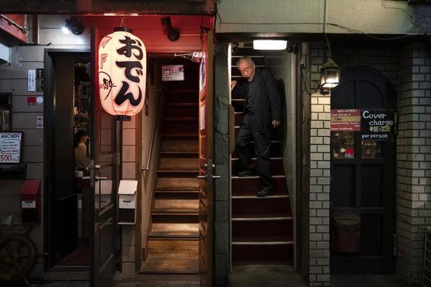 Phố cổ hoàng kim của Tokyo: Nơi 300 nhà hàng cùng nhau trốn thế giới hiện đại, chen chúc trong diện tích bằng nửa sân bóng - Ảnh 14.