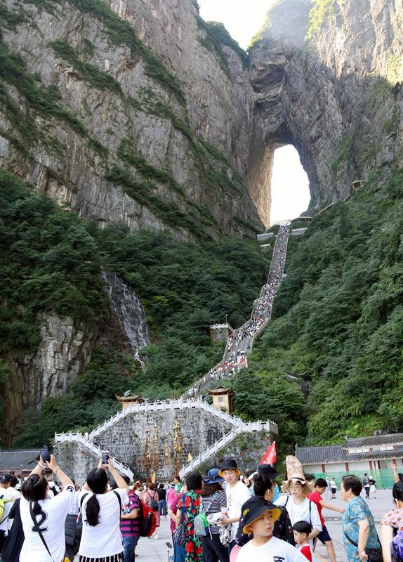 50 ngàn khách Việt, nhẵn túi khi đến Phượng Hoàng cổ trấn - Ảnh 7.