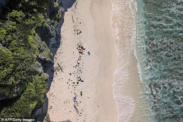 Phát hiện lượng rác nhựa khổng lồ tại hòn đảo thiên đường không người ở giữa Thái Bình Dương: 30 năm trôi qua trông vẫn như mới - Ảnh 1.