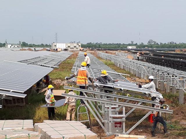 Điện mặt trời hút nhà đầu tư ngoại - Ảnh 1.
