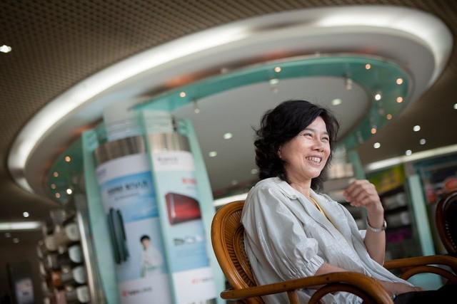 Câu chuyện của bà mẹ đơn thân làm việc 29 năm không nghỉ ngày nào giờ là doanh nhân số 1 tại Trung Quốc