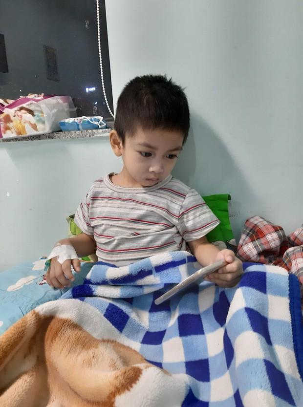 Ông bố cạo đầu để cùng con 3 tuổi chiến đấu ung thư: Bố phải làm sao để con trở lại, chạy theo chơi bóng với bố mỗi ngày... - Ảnh 12.