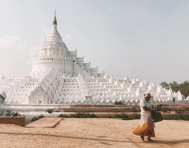 Ngỡ ngàng thấy dân du lịch check-in bước trên… sóng ở ngôi chùa trắng đẹp nhất nhì Đông Nam Á - Ảnh 7.
