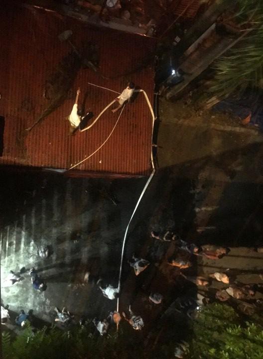 Hà Nội: Đang cháy ngùn ngụt tại nhà máy phích nước Rạng Đông - Ảnh 10.