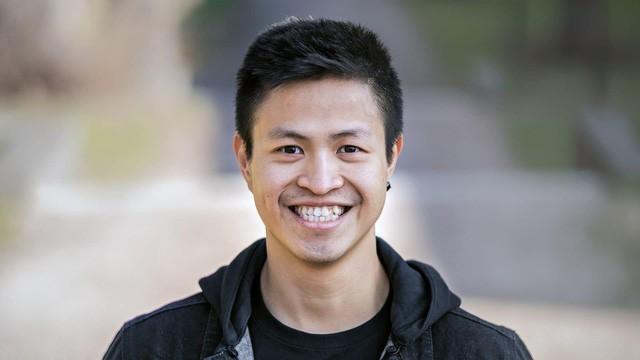 Startup đặc biệt của 2 chàng trai Việt: Sản xuất loại sneaker chống thấm nước từ rác thải đầu tiên trên thế giới, mỗi đôi giày làm từ 21 cốc cà phê và 6 chai nhựa! - Ảnh 1.