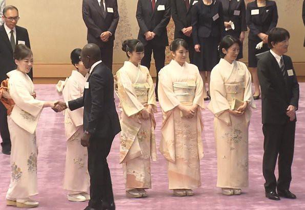 Hoàng hậu Masako tỏa sáng tại tiệc chiêu đãi với thần thái hơn người, vẻ đẹp xuất chúng trong bộ kimono truyền thống, trổ tài ngoại giao bên chồng - Ảnh 2.
