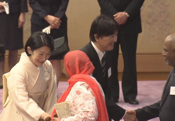 Hoàng hậu Masako tỏa sáng tại tiệc chiêu đãi với thần thái hơn người, vẻ đẹp xuất chúng trong bộ kimono truyền thống, trổ tài ngoại giao bên chồng - Ảnh 3.