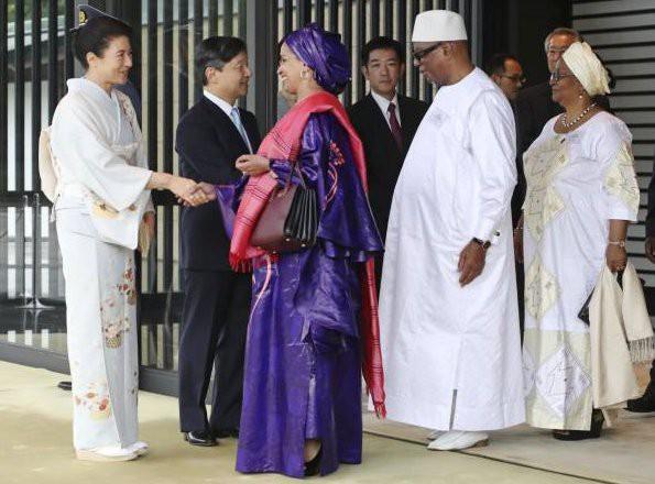 Hoàng hậu Masako tỏa sáng tại tiệc chiêu đãi với thần thái hơn người, vẻ đẹp xuất chúng trong bộ kimono truyền thống, trổ tài ngoại giao bên chồng - Ảnh 5.