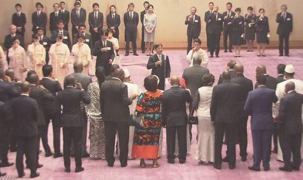Hoàng hậu Masako tỏa sáng tại tiệc chiêu đãi với thần thái hơn người, vẻ đẹp xuất chúng trong bộ kimono truyền thống, trổ tài ngoại giao bên chồng - Ảnh 8.