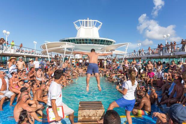 Sự thật gây choáng về những chuyến du thuyền xa hoa: Giờ đây chỉ toàn là say xỉn, đánh lộn, thác loạn và ma túy - Ảnh 2.