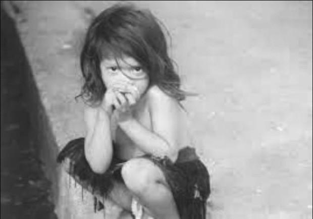 Chuyện lạ về bé gái 5 tuổi được đàn khỉ nuôi dưỡng, trở về thế giới văn minh vẫn hành động như khỉ và cái kết không tưởng lúc cuối đời - Ảnh 1.