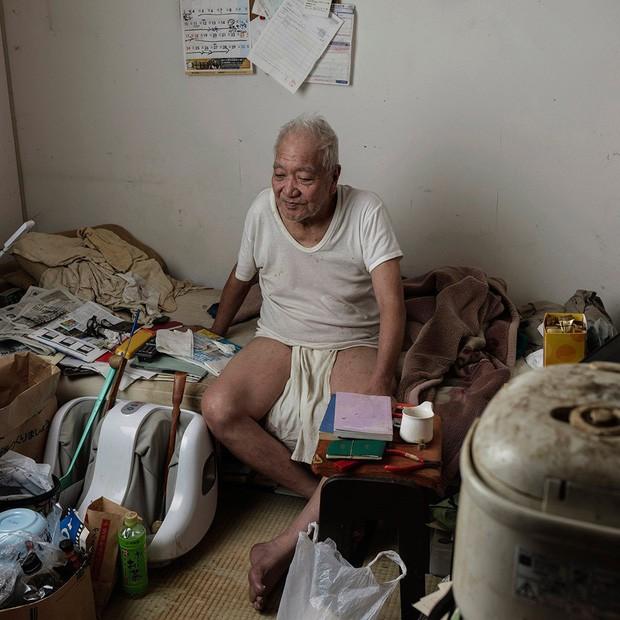 Nỗi sợ bao trùm người già ở Nhật Bản: Những cái chết cô đơn không ai biết, thi thể nằm đó bốc mùi chẳng ai hay - Ảnh 4.