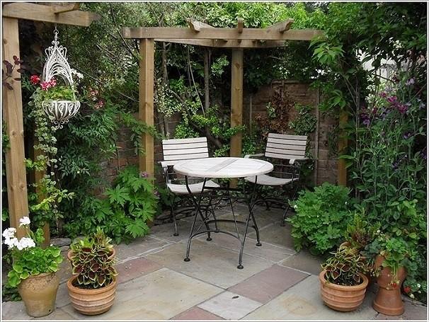 Chỉ cần bạn sắp xếp gọn gàng, ngăn nắp thì khu vườn nhỏ sẽ trở nên rộng rãi hơn nhiều.