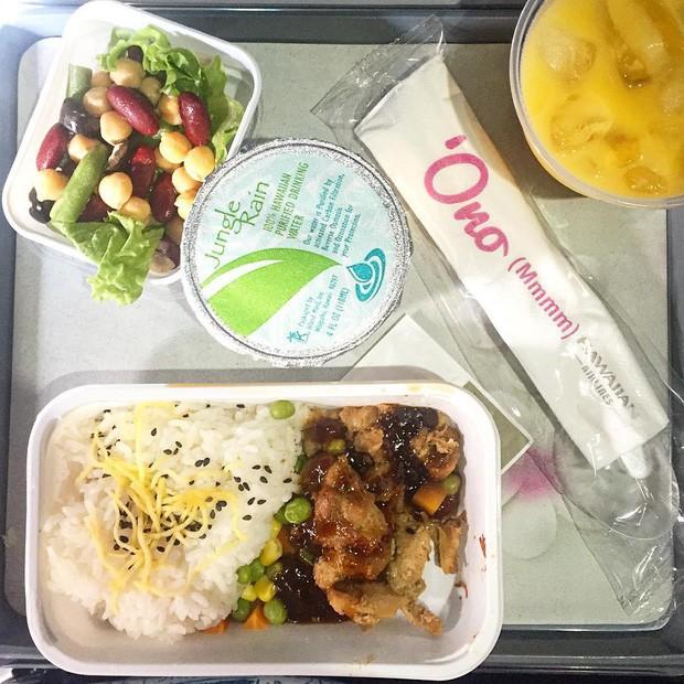Muốn biết hạng thương gia sang chảnh hơn ghế thường ra sao, cứ nhìn bữa ăn của 19 hãng bay nổi tiếng này sẽ rõ! - Ảnh 24.