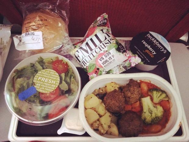 Muốn biết hạng thương gia sang chảnh hơn ghế thường ra sao, cứ nhìn bữa ăn của 19 hãng bay nổi tiếng này sẽ rõ! - Ảnh 54.