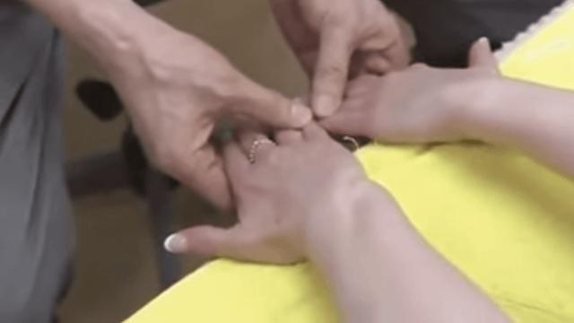 Học tập ngay bài tập kỳ diệu cứu rỗi cái lưng của dân công sở Nhật: Nằm im 5 phút là mọi nhức mỏi đều tan biến! - Ảnh 9.