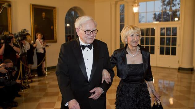 Tỷ phú Warren Buffett vừa bước sang tuổi 89: hãy xem ông chia sẻ 6 điều đã làm nên con người thiên tài này - Ảnh 1.