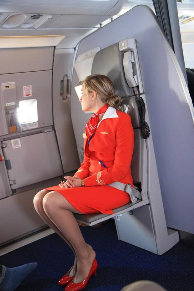 Góc khuất đằng sau những chuyến bay dài của phi công và tiếp viên: Liệu có được ngủ nghỉ, ăn uống như hành khách? - Ảnh 2.
