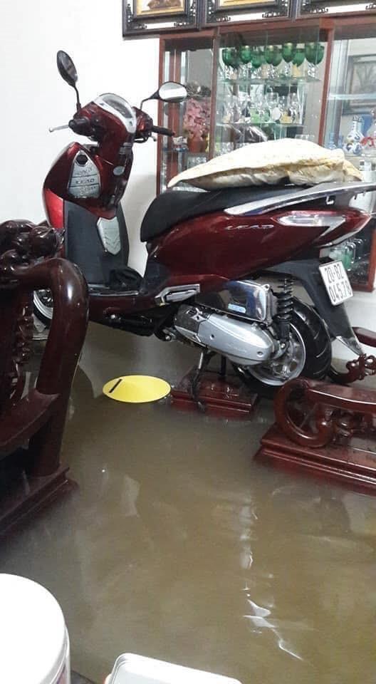 Thái Nguyên mưa lớn, đường biến thành sông, nhà cửa ô tô chìm trong nước - Ảnh 14.