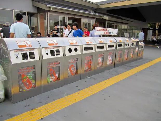 Những điều cấm kị du khách thường mắc phải khi đi tàu điện khiến người Nhật khó chịu, nhiều cái nghe vô lý nhưng lại rất… thuyết phục! - Ảnh 7.