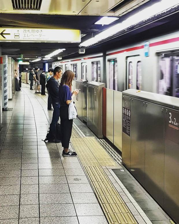 Những điều cấm kị du khách thường mắc phải khi đi tàu điện khiến người Nhật khó chịu, nhiều cái nghe vô lý nhưng lại rất… thuyết phục! - Ảnh 9.