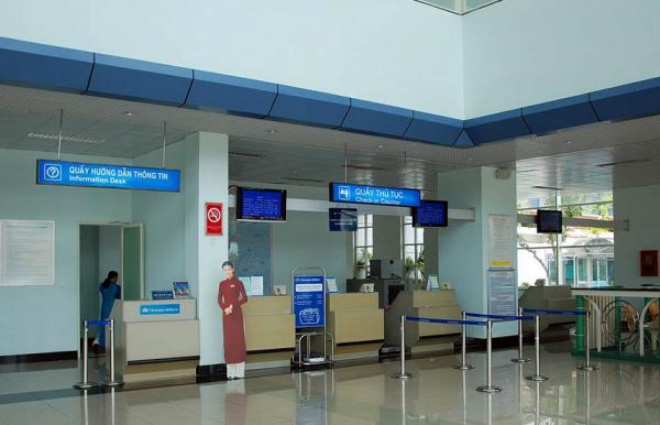 Trớ trêu cảng hàng không: Nội Bài, Tân Sơn Nhất chật cứng, Cà Mau, Rạch Giá 1 chuyến mỗi ngày - Ảnh 2.