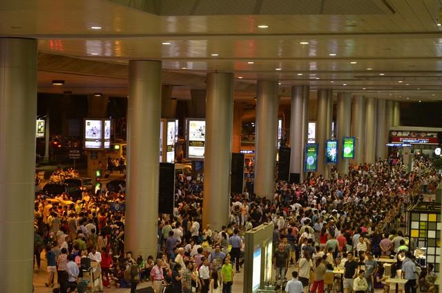 Trớ trêu cảng hàng không: Nội Bài, Tân Sơn Nhất chật cứng, Cà Mau, Rạch Giá 1 chuyến mỗi ngày - Ảnh 1.