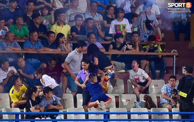 Nữ CĐV bị bỏng nặng vì trúng pháo: Vết nhơ của bóng đá Việt Nam - Ảnh 1.
