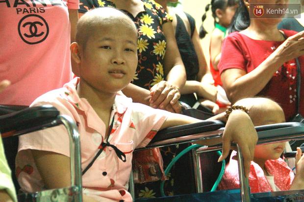 Lời cầu nguyện của chiến binh đầu trọc trong đêm Trung Thu sớm ở bệnh viện: Con ước mơ mình khỏe mạnh để được về và đi học - Ảnh 8.
