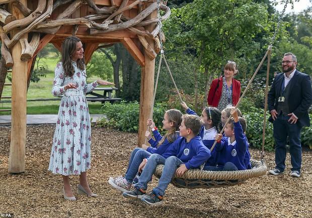 Trở về tự nhiên – một khía cạnh quan trọng trong triết lý nuôi dạy con của Kate Middleton - Ảnh 1.