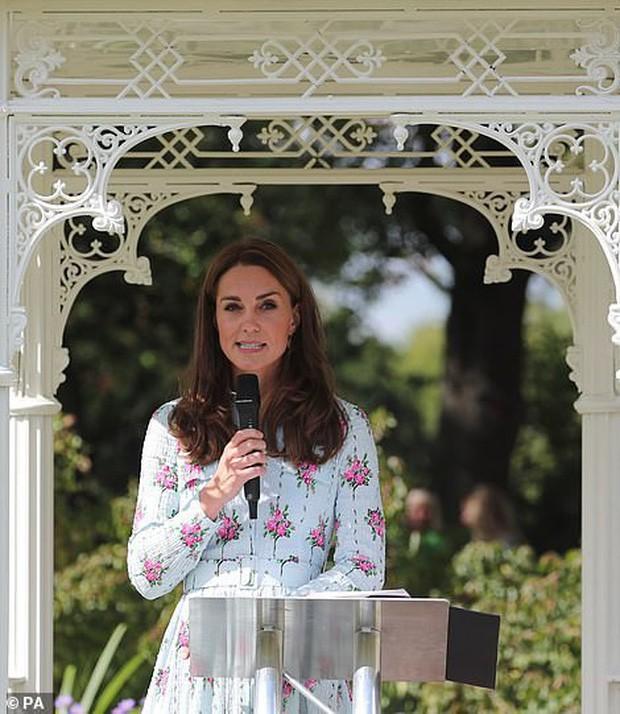 Trở về tự nhiên – một khía cạnh quan trọng trong triết lý nuôi dạy con của Kate Middleton - Ảnh 2.