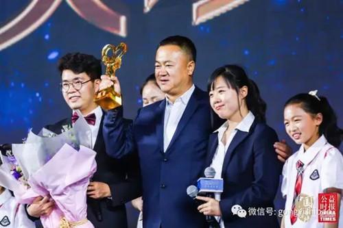 """Nghèo khổ 8 đời, """"anh hùng xóa đói giảm nghèo"""" Trung Quốc quyên góp hơn 230 triệu USD, giúp 170.000 sinh viên: Người nghèo không nên sống ngắn - Ảnh 5."""