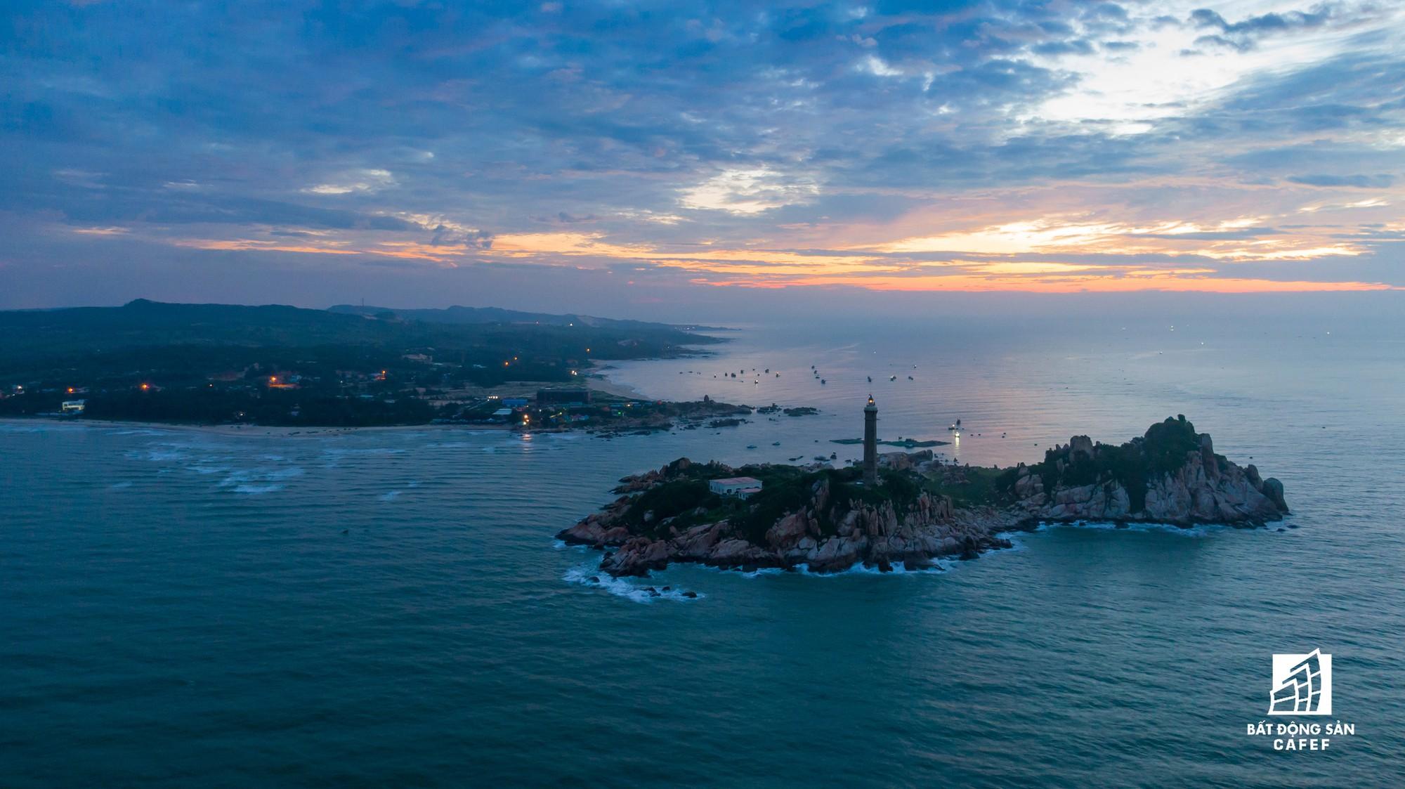 Quy hoạch thành khu du lịch quốc gia, dải ven biển này đang đón dòng vốn hàng tỷ USD, giá đất tăng chóng mặt - Ảnh 28.