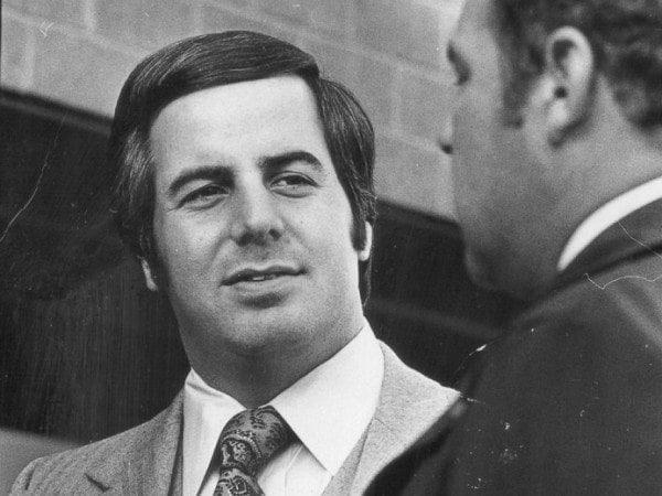 """Vụ lừa đảo khó tin và """"có hậu"""" nhất lịch sử: Chưa đủ 18 tuổi nhưng đã làm bác sĩ, luật sư, phi công rồi cướp ngân hàng, năm lần bảy lượt trốn tù, cuối cùng quay đầu về làm chuyên gia cho FBI - Ảnh 2."""