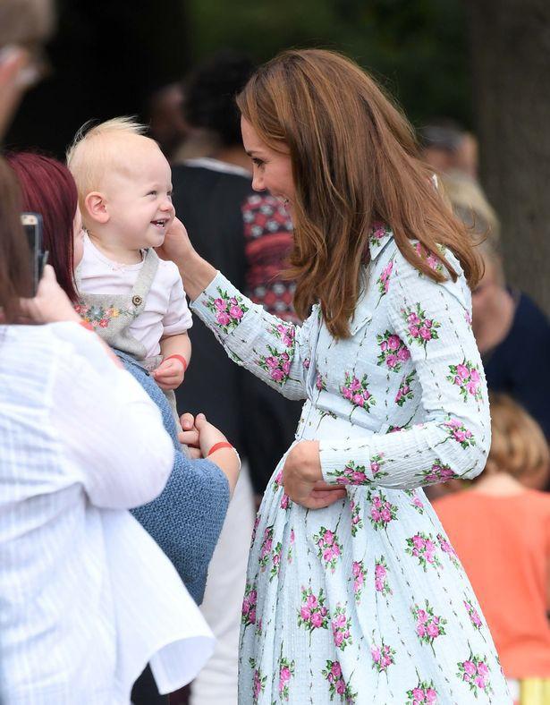 Hai dấu hiệu lớn cho thấy Công nương Kate có thể sắp công bố tin mang thai lần thứ 4 khiến dư luận ngóng chờ - Ảnh 3.