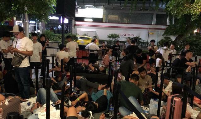 Từ Singapore: Cô gái Việt số thứ tự 01 kể hành trình xếp hàng 30 tiếng săn iPhone - Ảnh 6.