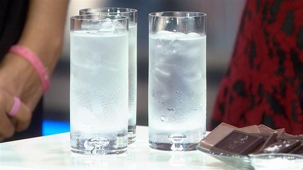 Sáng vừa ngủ dậy đừng uống những loại nước này nếu không muốn dạ dày bị tổn hại - Ảnh 1.