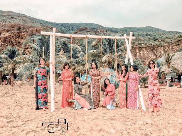 Bộ ảnh du lịch Phú Yên của hội những bà mẹ U50 chứng minh một điều rằng: Thanh xuân đã qua không có nghĩ là chúng ta già đi! - Ảnh 1.