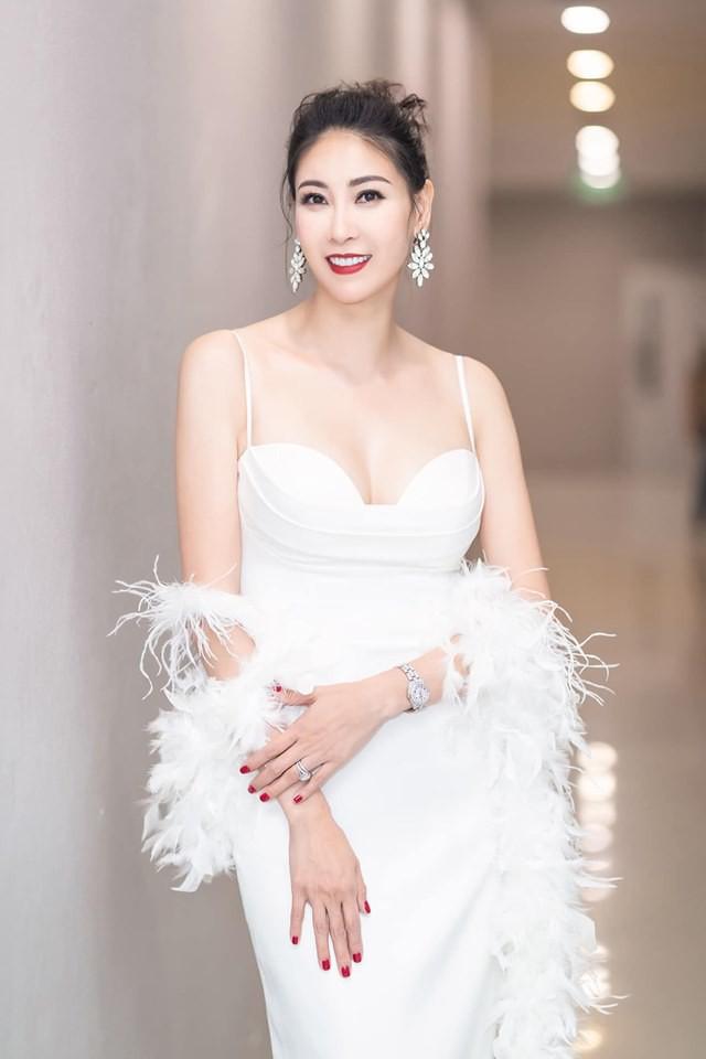 Hoa hậu có xuất thân khủng nhất Việt Nam: Cuộc đời long đong lận đận, trải qua sóng gió mới tìm thấy hạnh phúc - Ảnh 20.