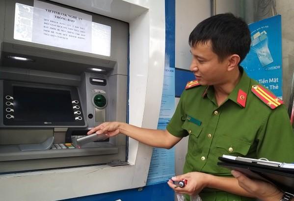 Làm gì để không bị đánh cắp thông tin thẻ ngân hàng? - Ảnh 1.