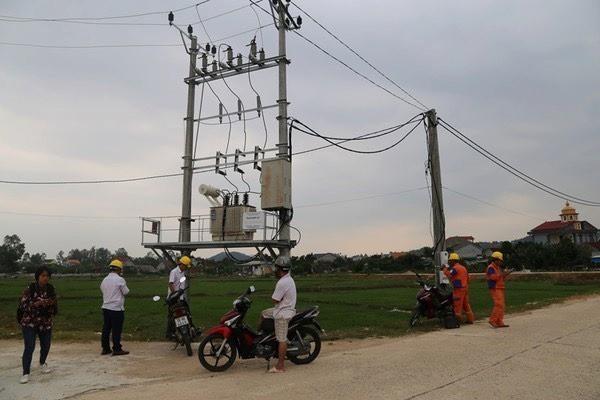Sau tiếng nổ lớn, hàng trăm thiết bị điện ở Hà Tĩnh bị chập cháy - Ảnh 2.