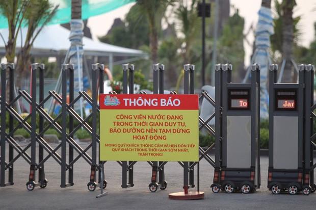 Sau vụ bé trai 6 tuổi đuối nước tử vong, công viên nước Thanh Hà đóng cửa, treo biển đang bảo dưỡng - Ảnh 2.