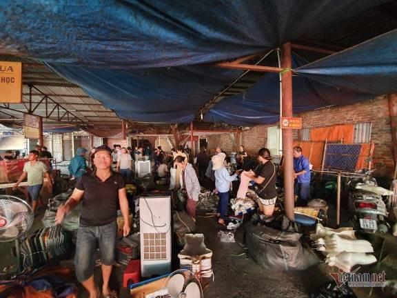 Cháy chợ Tó ở Đông Anh, khu ki-ốt ngàn m2 giữa chợ bị thiêu rụi - Ảnh 7.